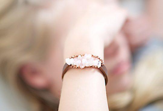 درست کردن دستبند با چرم و سنگ