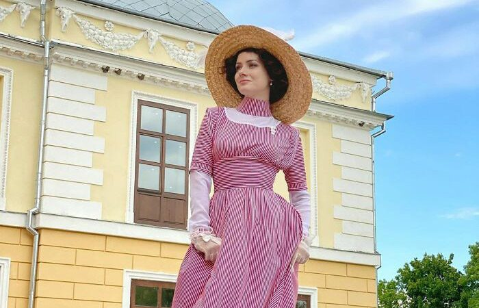 مانکنی که لباسهای قرن ۱۹ را دیدنی کرد