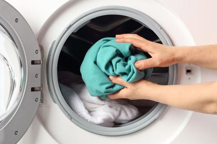 نحوه پاک کردن لکه های کهنه از روی لباس
