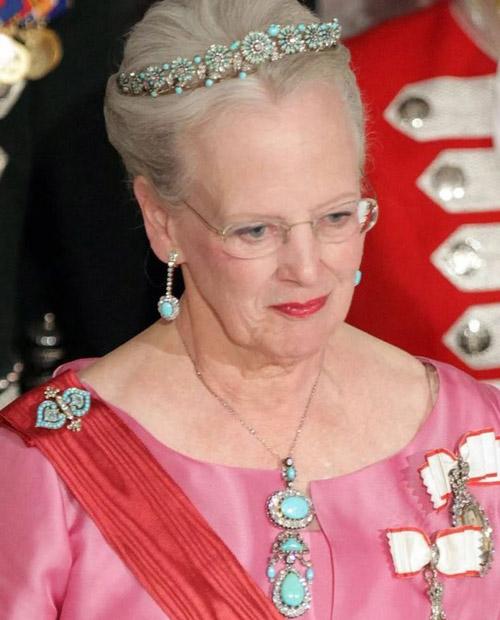 علاقه زیاد ملکه دانمارک سنگ فیروزه