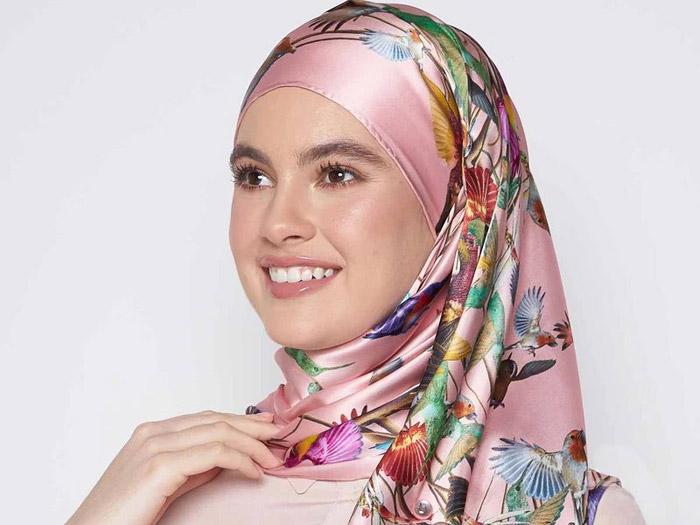 روسری ساتن خود را زیباتر ببندید