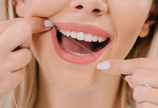 از نخ دندان قبل از مسواک زدن باید استفاده کرد یا بعد از آن؟