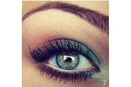 آموزش سایه چشم سبز رنگ 1